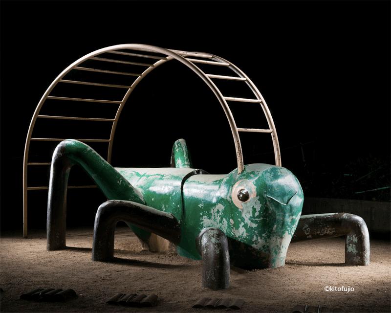 夜の遊具-コオロギ