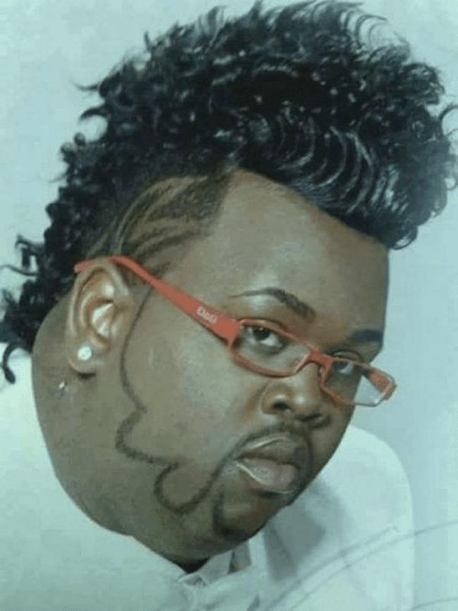 ひげと繋がった髪