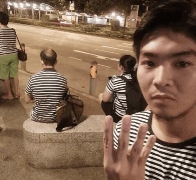 4人ともボーターのシャツを着ている画像