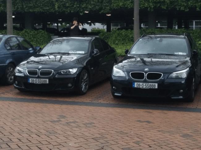 ほぼ同じナンバーの車が並ぶ