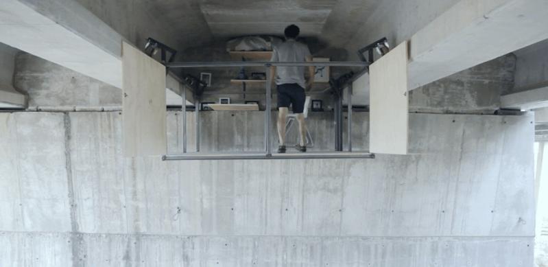 フェルナンド・アベラナスが作ったガード下のスタジオ