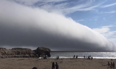巨大な雲-カリフォルニア-アメリカ