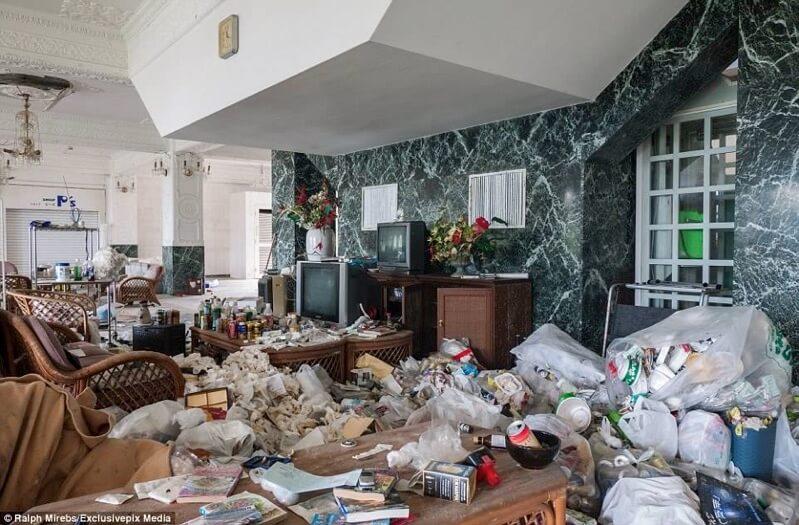 八丈島のゴミだらけの廃墟ホテル