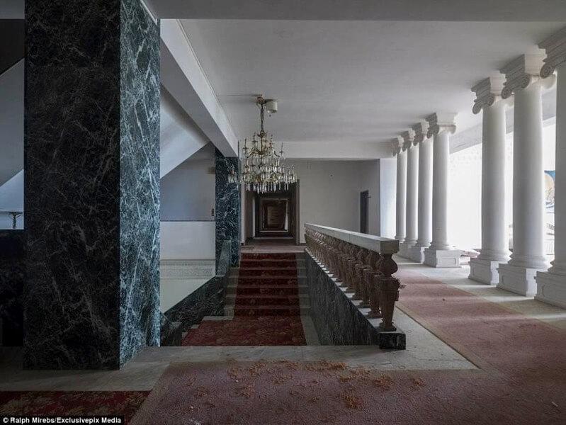 八丈島の廃墟ホテル「八丈オリエンタルリゾート」