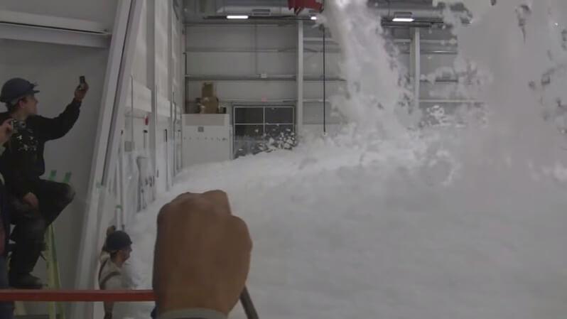 航空機格納庫の泡消火システム