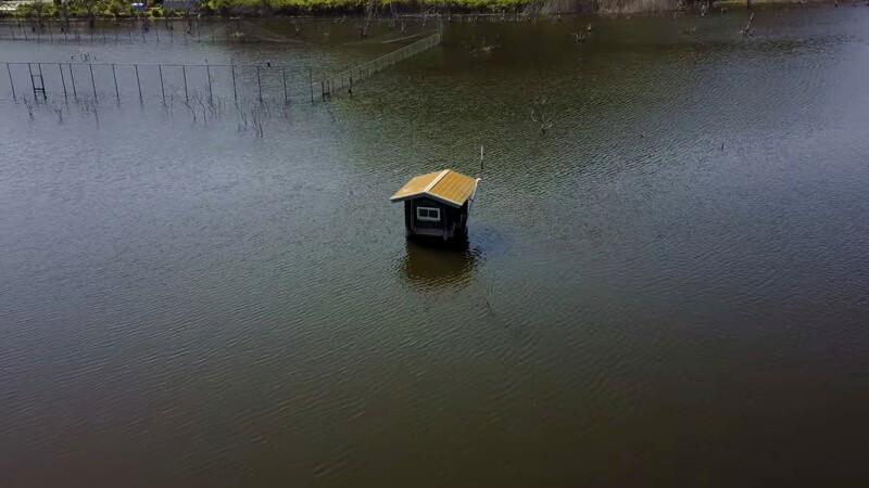 岡山の水没したペンション村-コテージ