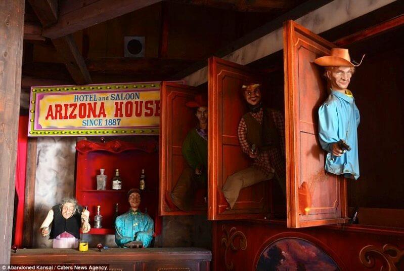 ウェスタン村の人形