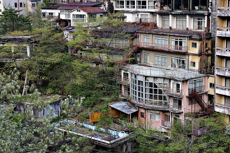 鬼怒川の廃墟温泉ホテル群