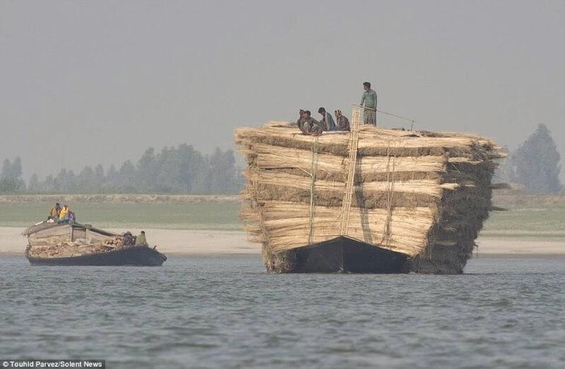 ジュートを運ぶ巨大なボート