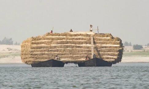 ジュートを運ぶ巨大な船