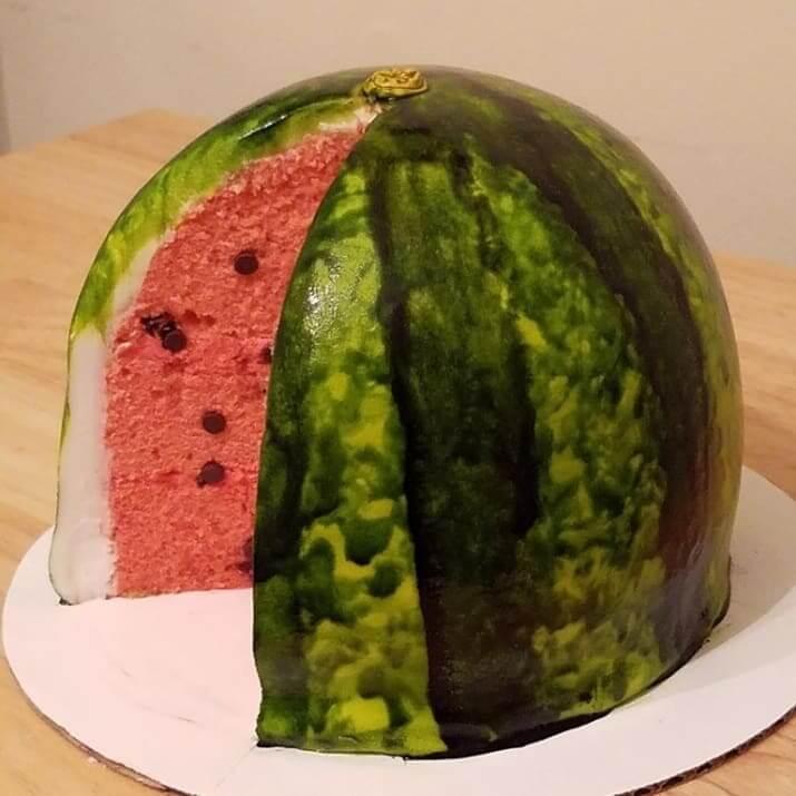 大きなスイカのケーキ