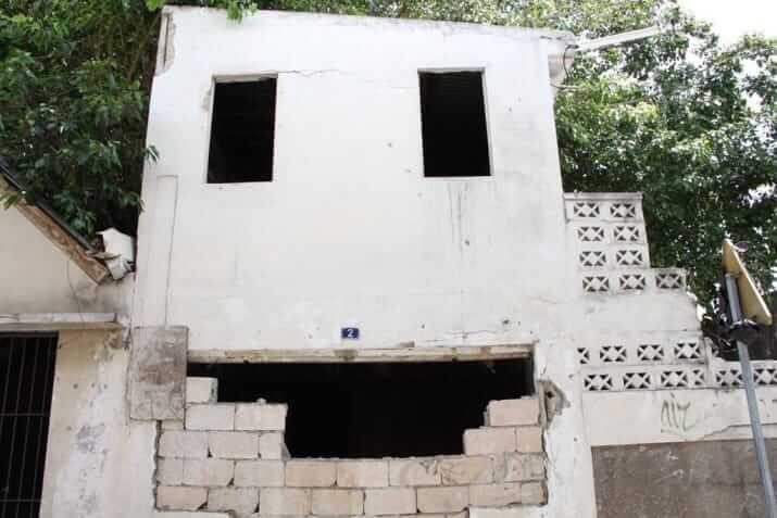 人の顔に見える建物