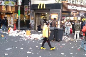 ハロウィン後の渋谷のゴミ
