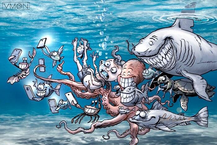 スマホで記念撮影する水中生物達