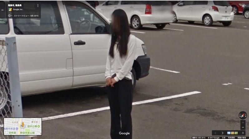 福島市, 福島県 - Google マップ-スーパーの駐車場で立ち尽くす女性
