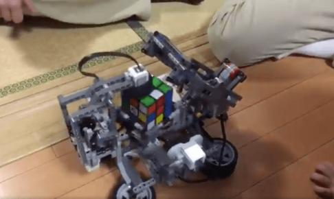 ルービックキューブを揃えるLEGO