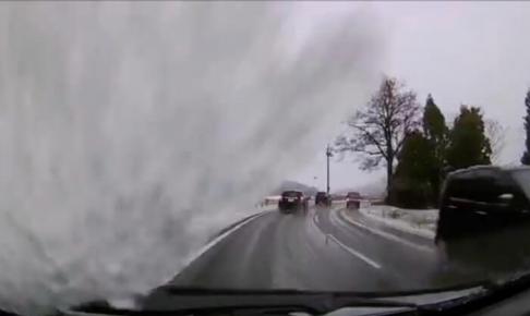車上の雪下ろしは絶対にすべし