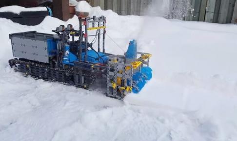 LEGOで作られた除雪車