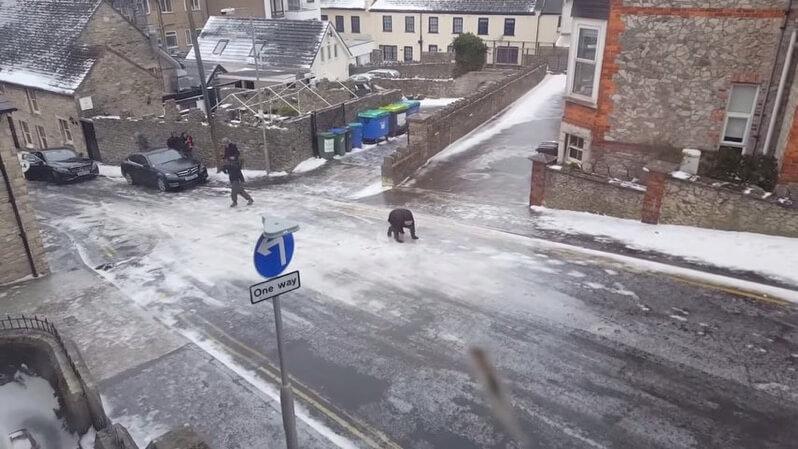 凍結した坂道
