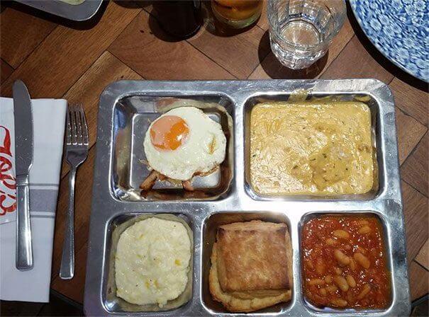 刑務所のような朝食