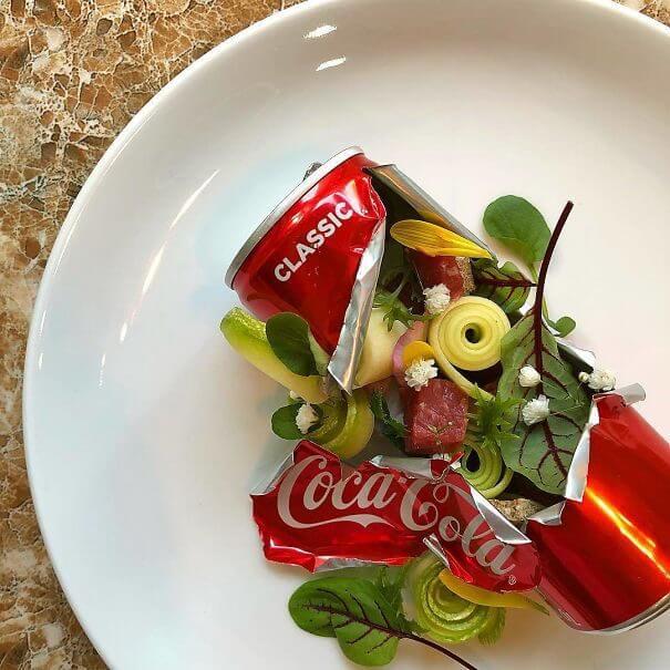 空き缶に添えられたサラダ