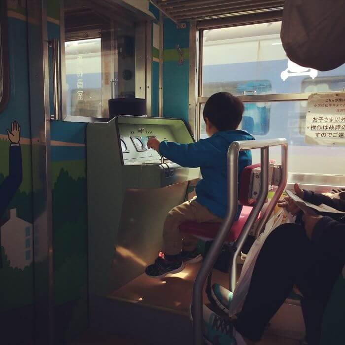 子供用の運転席を用意する