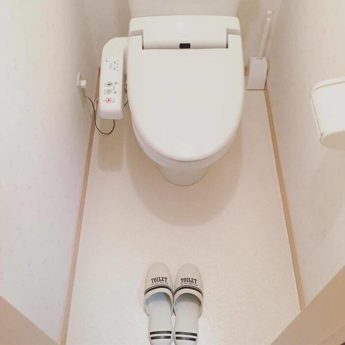 日本のトイレは、基本的にスリッパが用意されている