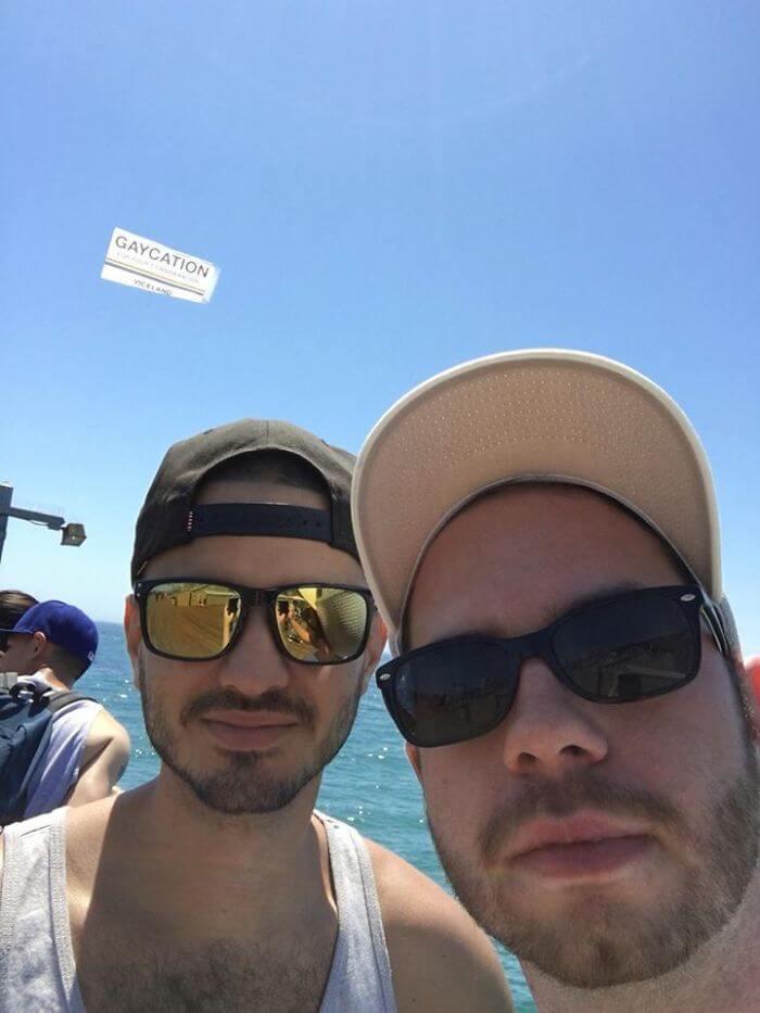 親友と旅行写真を撮ったらゲイ認定されてしまった瞬間。