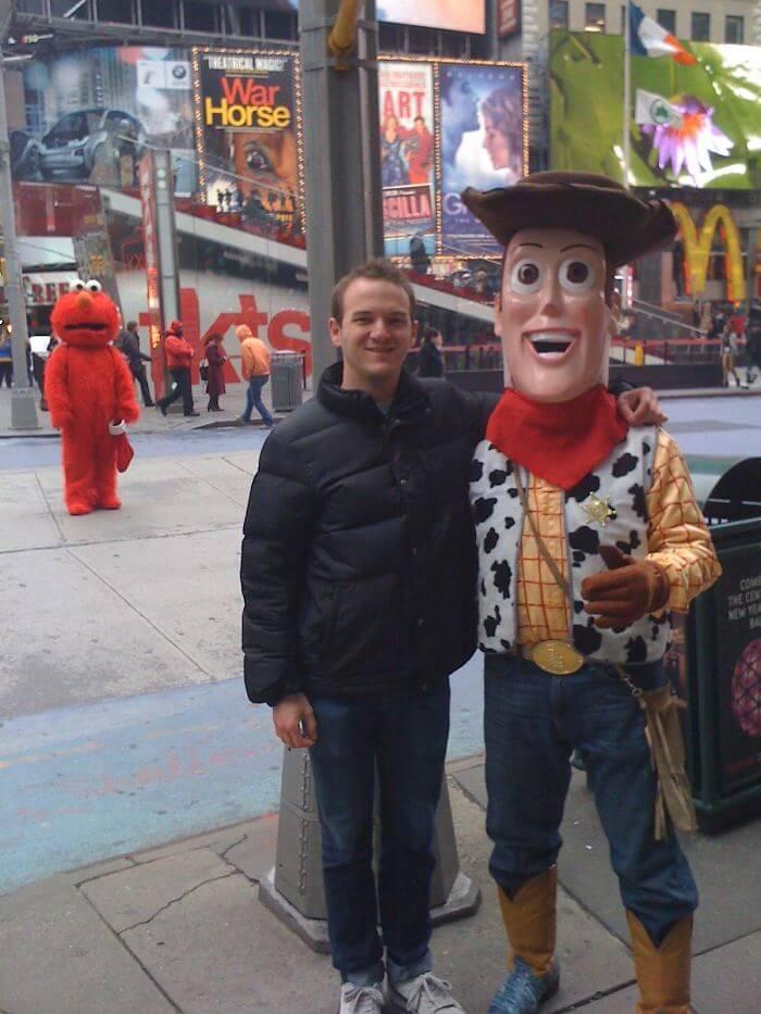 タイムズスクエアでウッディと写真を撮っていたらフォトボム写真に