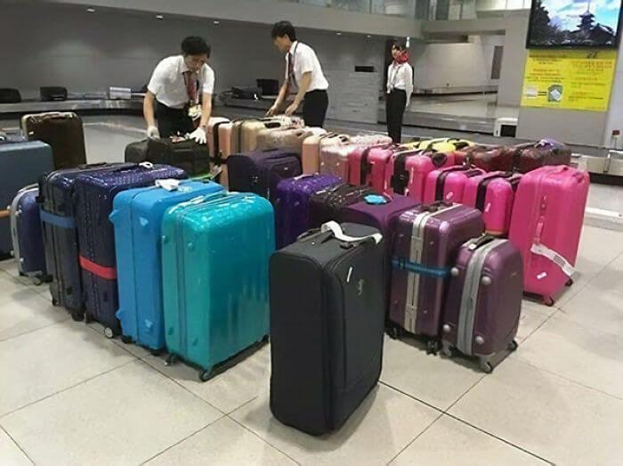 日本の空港スタッフは、荷物を色分けして分かりやすくしてくれる所。