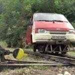 使わなくなったミニバンを輸送列車に改造するという発想。なお車と同じ操作でOK。(ルーマニア)