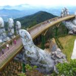 巨人の手に乗った気分になれそう。ベトナム・ダナン市に造られた展望橋が異世界みたい