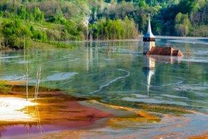 ジャマナ村の湖