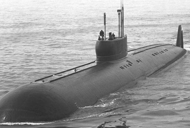 世界で最も早い潜水艦