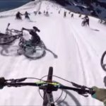 もうはちゃめちゃ。自転車で雪道を下る競技「メガヴァランシュ」の主観映像がこちら
