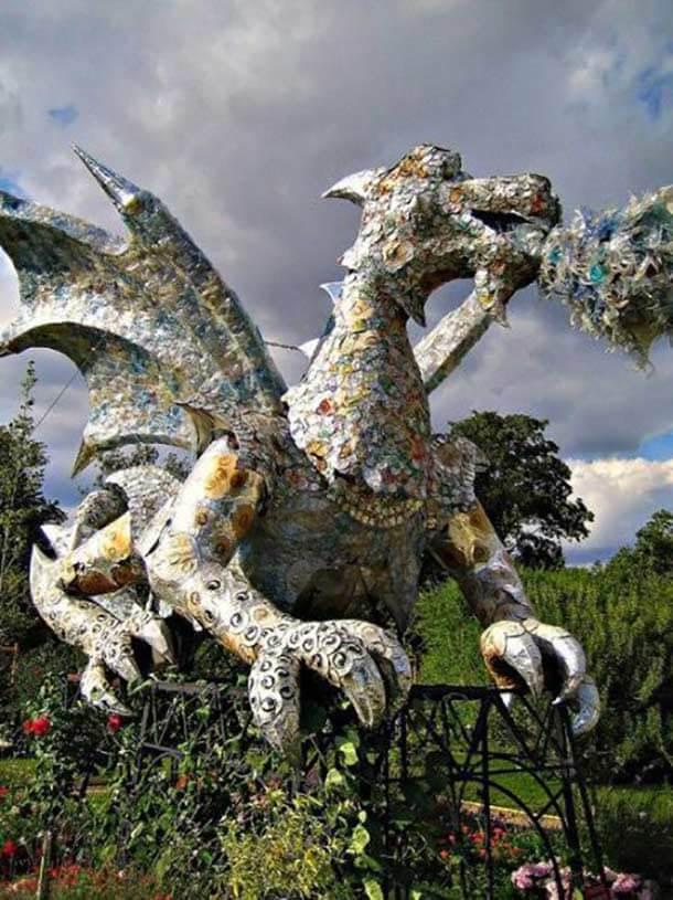 ゴミから作られたドラゴン