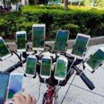 フォッフォ、ポケモンマスターになるのはワシじゃよ。11台のスマホを自転車に装備しながらポケモンGOをやりこなすおじいちゃんが現れる(台湾)