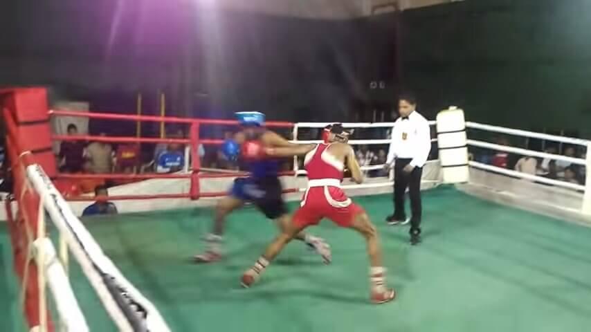 ボクシング-同時にノックダウン
