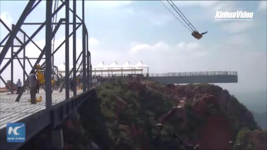 中国の崖ブランコ