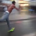 【動画】もはや後ろに走ってる…超高速スーパームーンウォークが早すぎて次元がおかしい。
