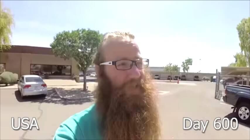 髭を2年半剃らなかった男性-600日目