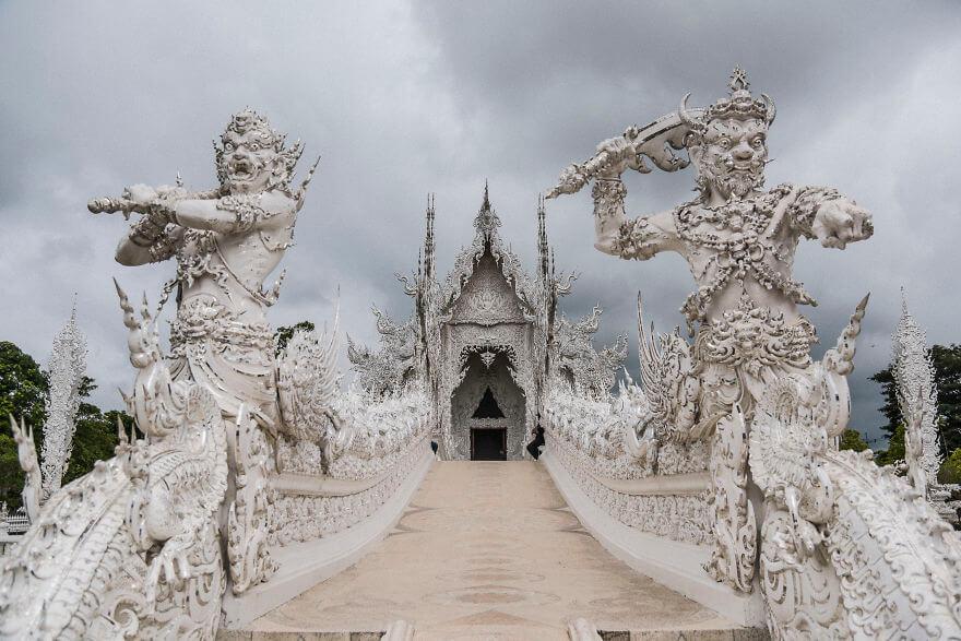 ワットロンクン-白いお寺