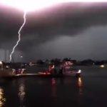 オーマイガッ!!凄まじい衝撃。目の前で落雷を捉えた瞬間の映像集がヤバイ