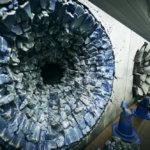 新宿にジャンプの3大主人公、孫悟空・ルフィ・NARUTOの必殺技「かめはめ波・ゴムゴムの火拳銃・螺旋丸」の跡が刻まれたコンクリート壁グラフィック「JUMP HERO'S WALL」が出現する