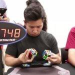 【世界最速】2つのルービックキューブを両手で揃える世界記録の映像が速すぎる…