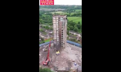 ビルの解体を写したタイムラプス映像